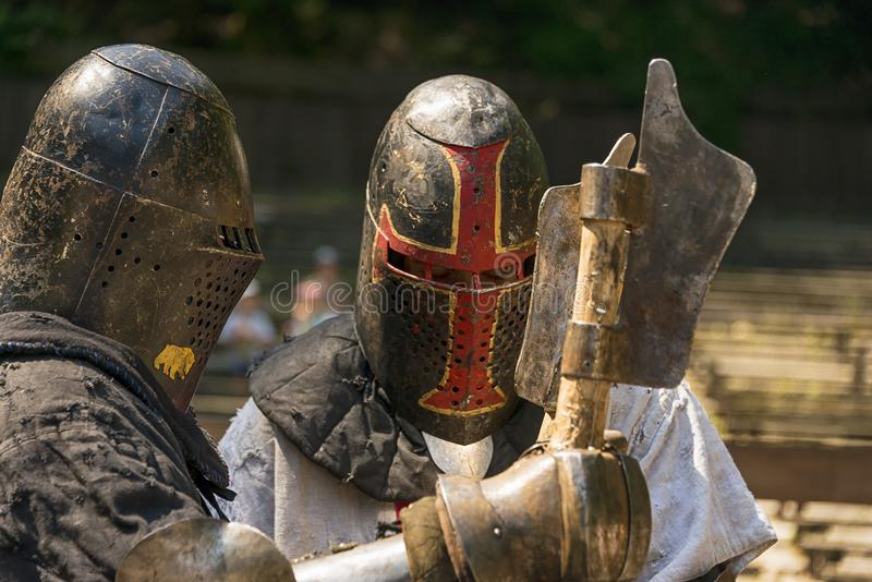 Rycerze witają each inny przed bitwą zdjęcia stock