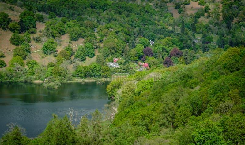 Rydal水和周围的森林地 图库摄影