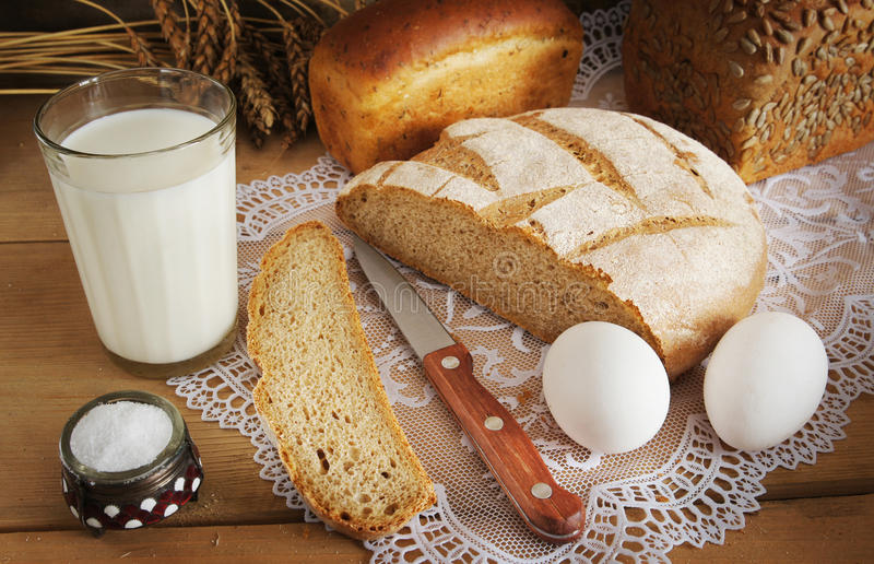 Rye bread and a glass of milk for dinner
