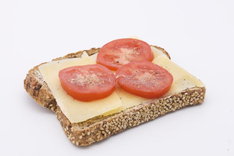 Rye-Brot mit Käse und Tomaten lizenzfreie stockfotos