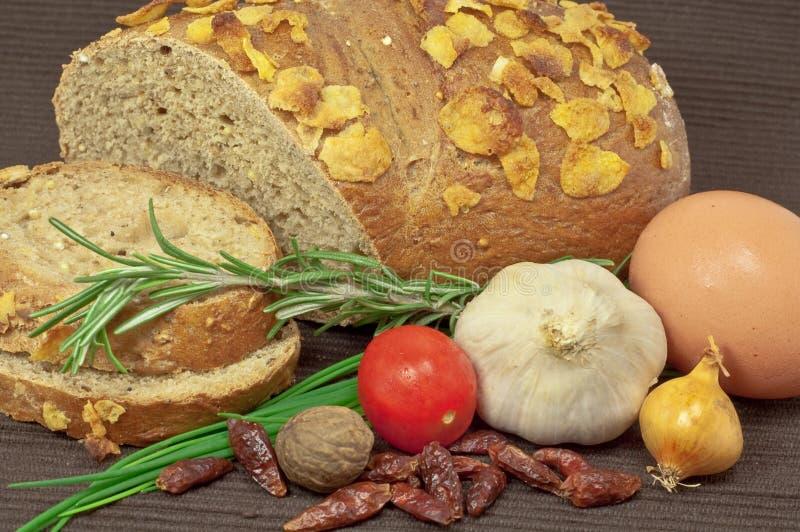 Rye-Brot und Gemüse lizenzfreie stockfotografie