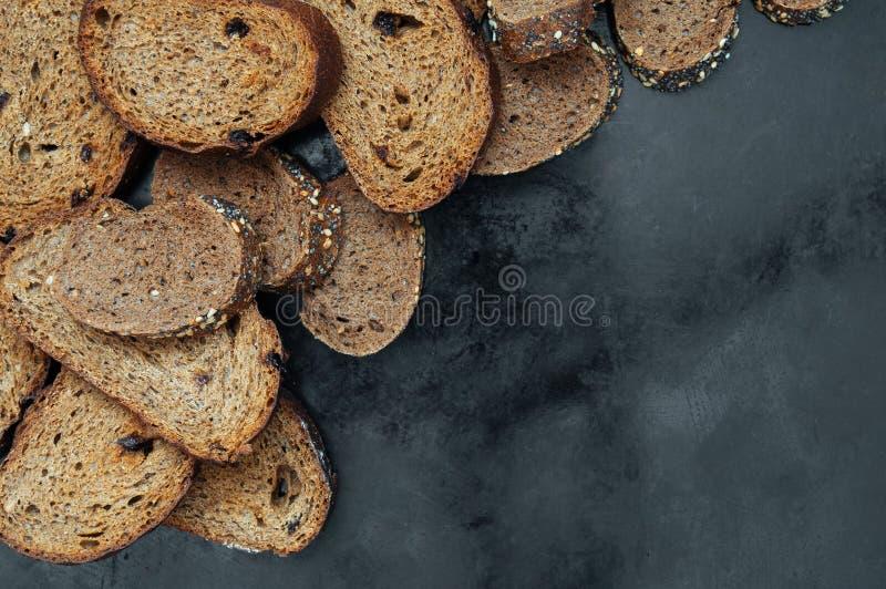 Rye que brinda o pão com passas foto de stock