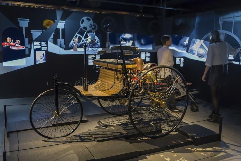 RYGA, ŁOTWA-18 lutego 2019: 1886 Benz w Muzeum Motorowym w Rydze obrazy stock