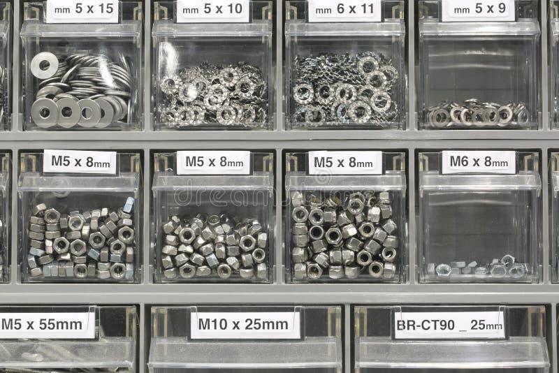 Rygle w narzędzia sklepie, inni locknuts i śruby i obrazy stock