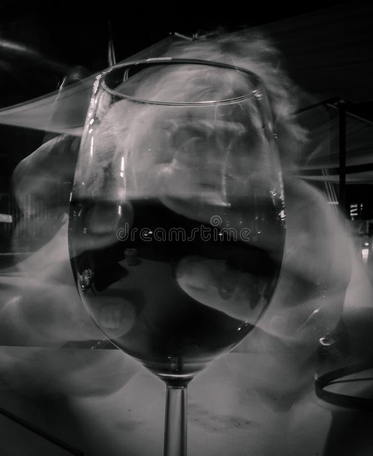 Rymma den långa exponeringen för vinexponeringsglas arkivfoton