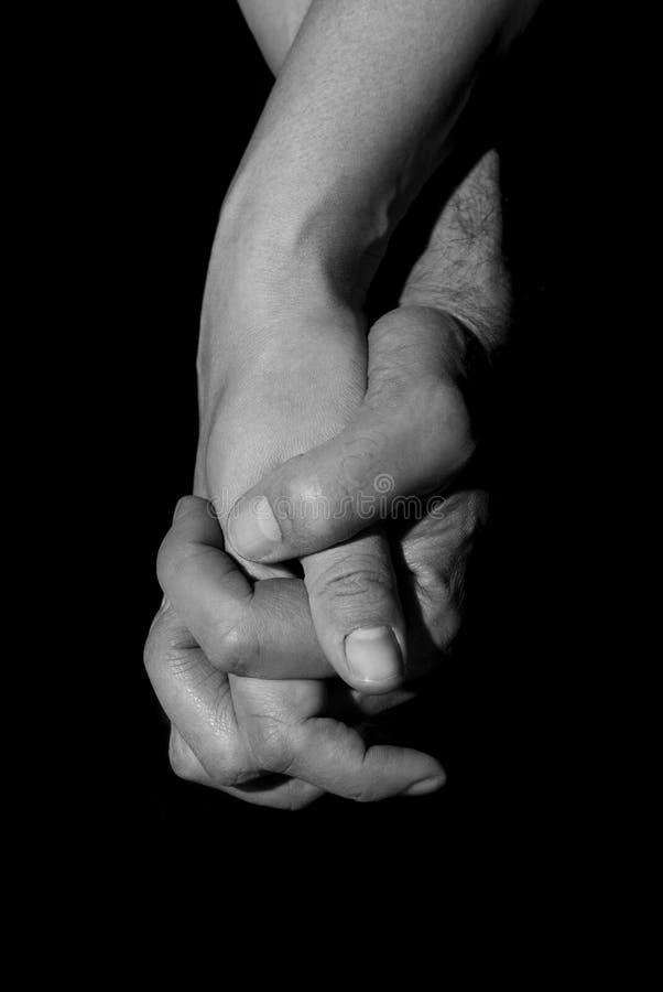 Rymma två händer tillsammans Union- och förälskelsebegrepp royaltyfri foto