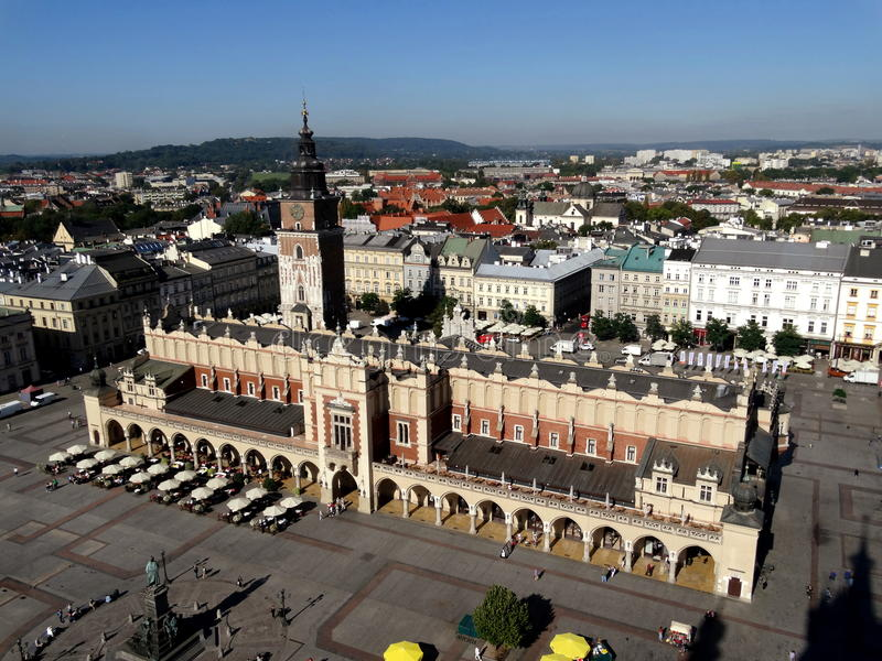 Rynek Glowny i Krakow arkivbilder