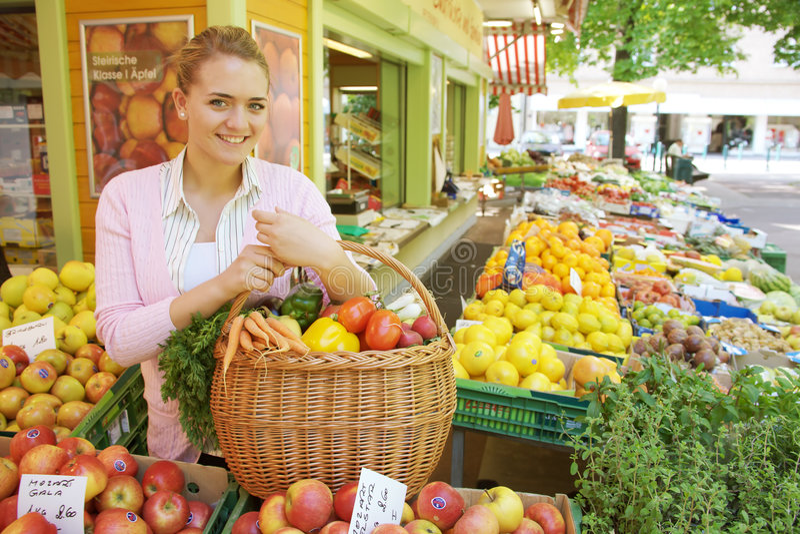 rynek owoców kobieta zdjęcia stock