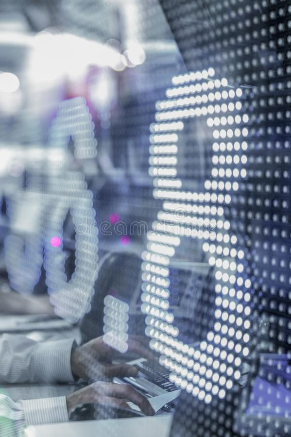 Rynek Papierów Wartościowych wyceny wystawia na dużym ekranie obrazy royalty free