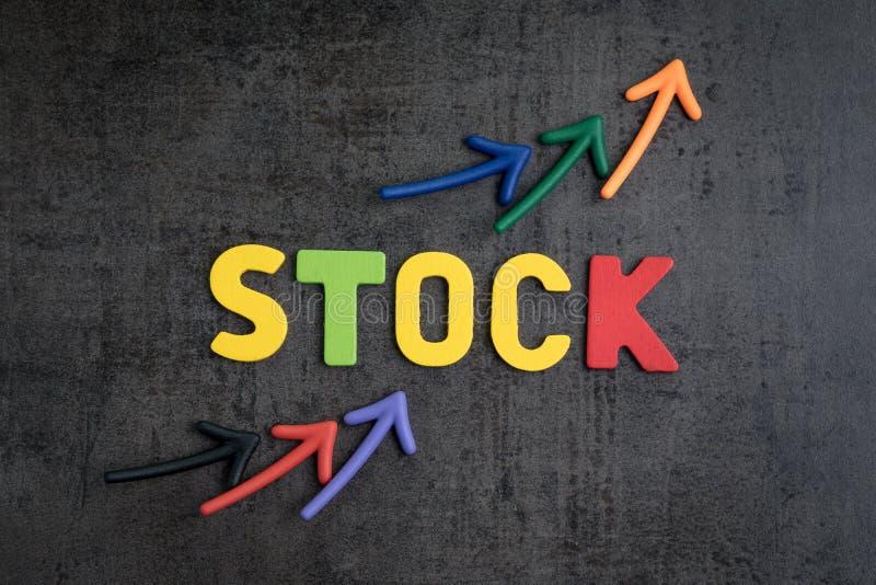 Rynek Papierów Wartościowych wzrastającej ceny pojęcie, strzała wskazuje up jako cena c zdjęcia stock