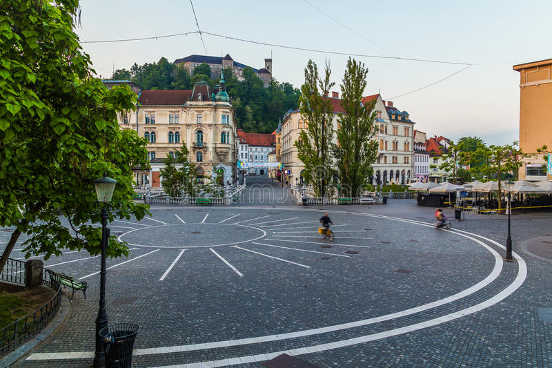 Rynku, Ljubljana kasztelu i trójki mosty w Ljubljana, zdjęcia stock
