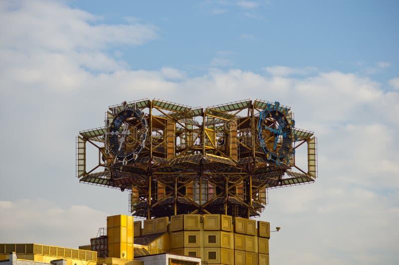 Rysk akademi av vetenskaper som bygger klockan arkivfoto