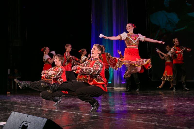 Rysk folkdans royaltyfria bilder