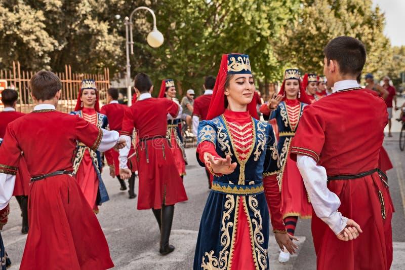 Rysk folkdansgrupp från den norr Ossetia-Alania republiken royaltyfria foton