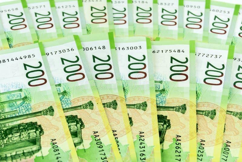Rysk kassa Sedlar 200 rubel på tabellen royaltyfria bilder