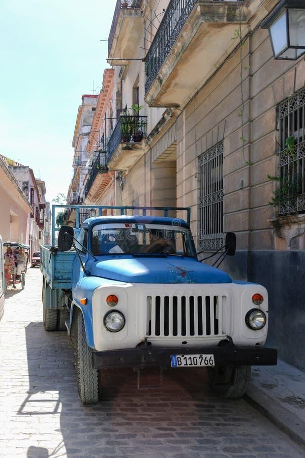 Rysk lastbil på gatan, Kuba, havannacigarr royaltyfri bild