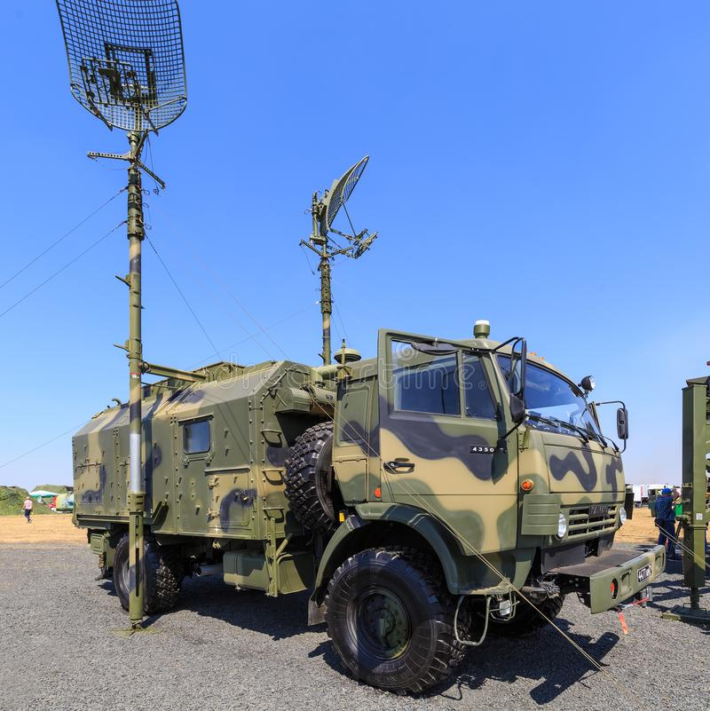 Rysk modern mobil militär radiorelästation P-419L1 fotografering för bildbyråer