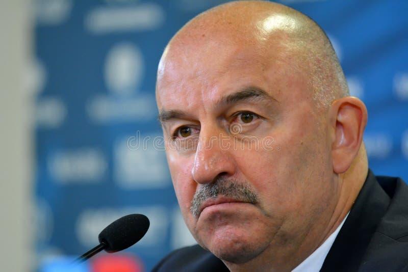 Rysk nationell fotbollslaglagledare Stanislav Cherchesov på ett p royaltyfri fotografi