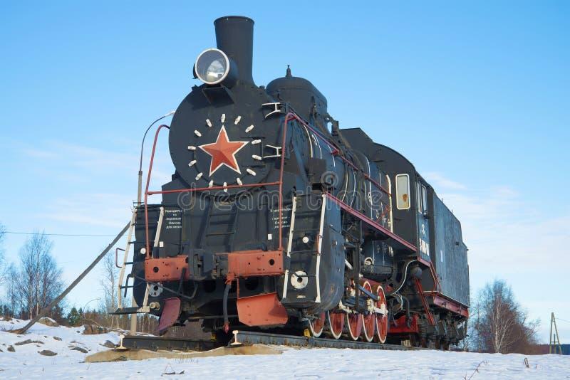 Rysk och sovjetisk ` för ` Er-788-81 för ångalokomotiv - en monument på järnvägsstationen av Sortavala royaltyfri bild