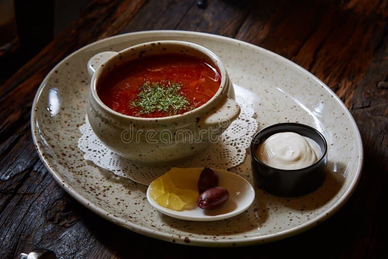 Rysk och ukrainsk soppa solyanka royaltyfri bild