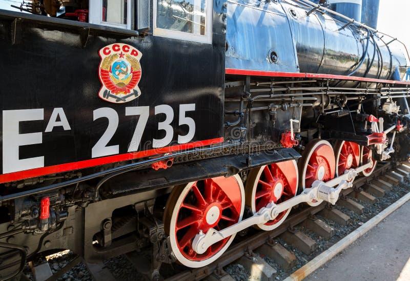 Rysk retro ångalokomotiv med symbol av gamlatillståndet Uen arkivbild