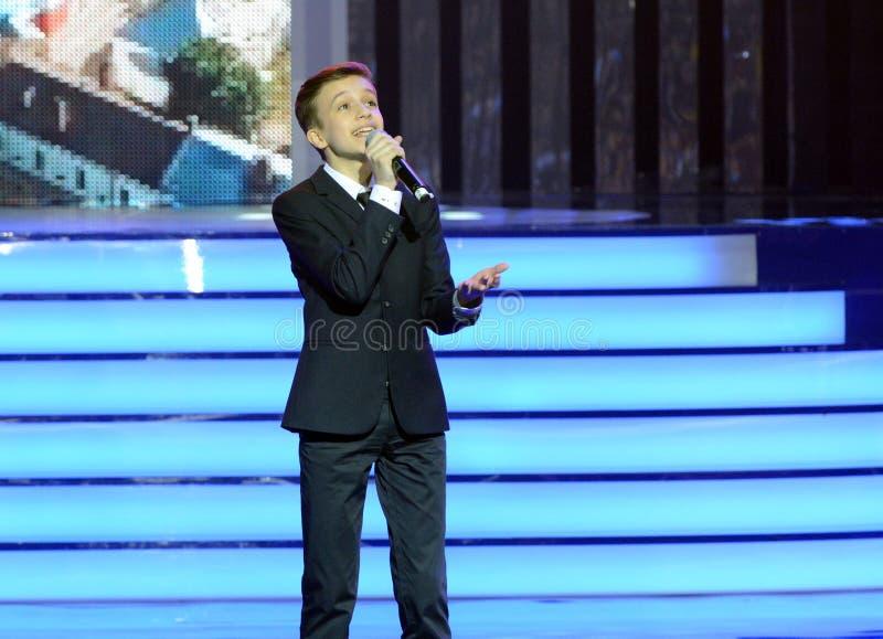 Rysk sångare, skådespelare av teatern och bio, representanten av Ryssland på Junior Eurovision Mikhail Smirnov 2015 på ceremonen fotografering för bildbyråer