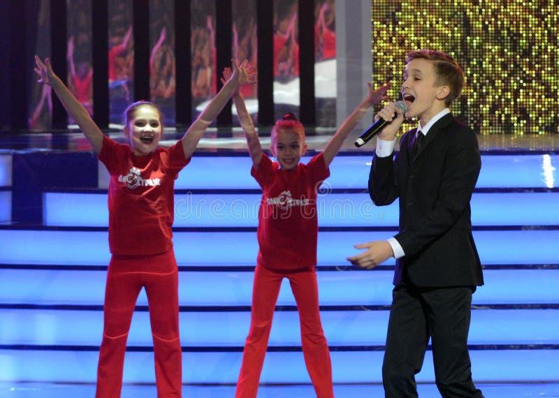 Rysk sångare, skådespelare av teatern och bio, representanten av Ryssland på Junior Eurovision Mikhail Smirnov 2015 på ceremonen royaltyfria foton