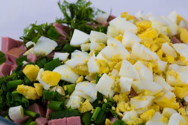 Rysk traditionell sallad som är mer olivier med ärtan fotografering för bildbyråer