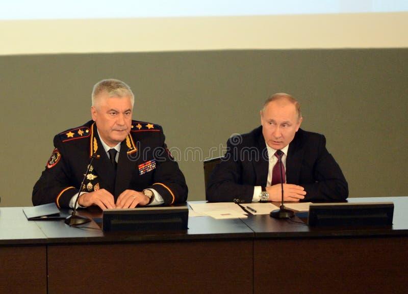 Ryska federationens president Vladimir Putin och inrikesminister, polischefen Vladimir Kolokoltsev royaltyfria foton