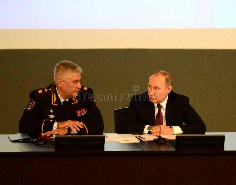 Ryska federationens president Vladimir Putin och inrikesminister, polischefen Vladimir Kolokoltsev arkivfoton