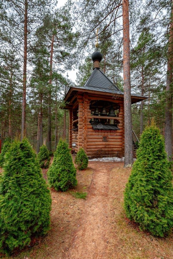 Ryska helgon för klockstapelkyrka allra, Sosnovo, Leningrad region, fotografering för bildbyråer