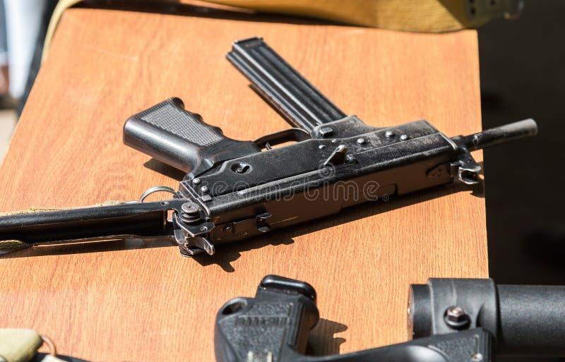 Ryska skjutvapen Kulsprutepistol Kedr arkivbilder