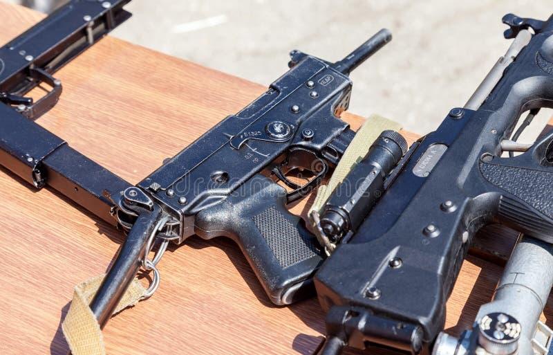 Ryska skjutvapen Kulsprutepistol Kedr royaltyfri bild