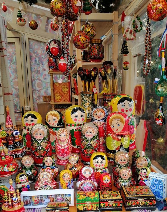Ryska souvenir för Matryoshka dockor royaltyfri bild