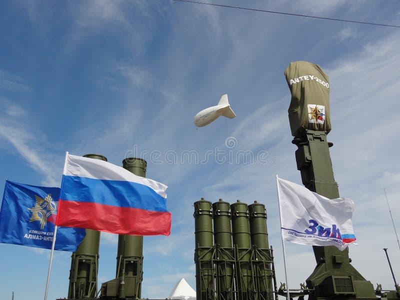 Ryska vapen royaltyfri bild