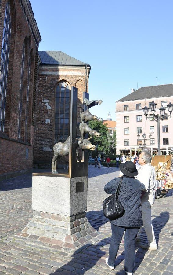 Ryski august 22 2014 - Grodzki muzyk Bremen Sulpture od Ryskiego w Latvia zdjęcie royalty free