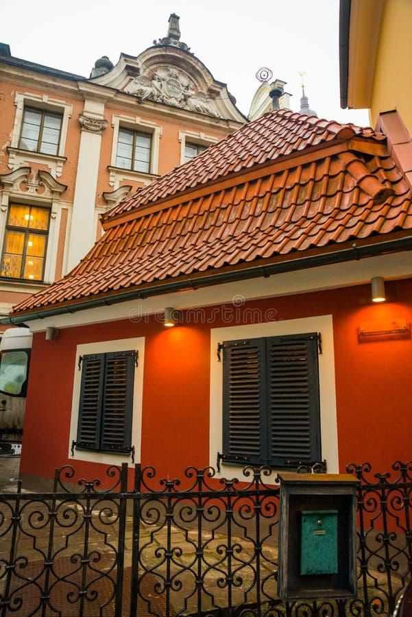 Ryski, Latvia: Jauniela ulica ustawia dla wiele rosyjskich filmów w Ryskim Starym miasteczku Dom dokąd film o Sherlock Holmes obraz stock