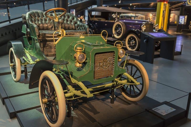 RYSKI, luty 18, 2019: 1905 REO modela b w Ryskim Motorowym muzeum zdjęcia royalty free