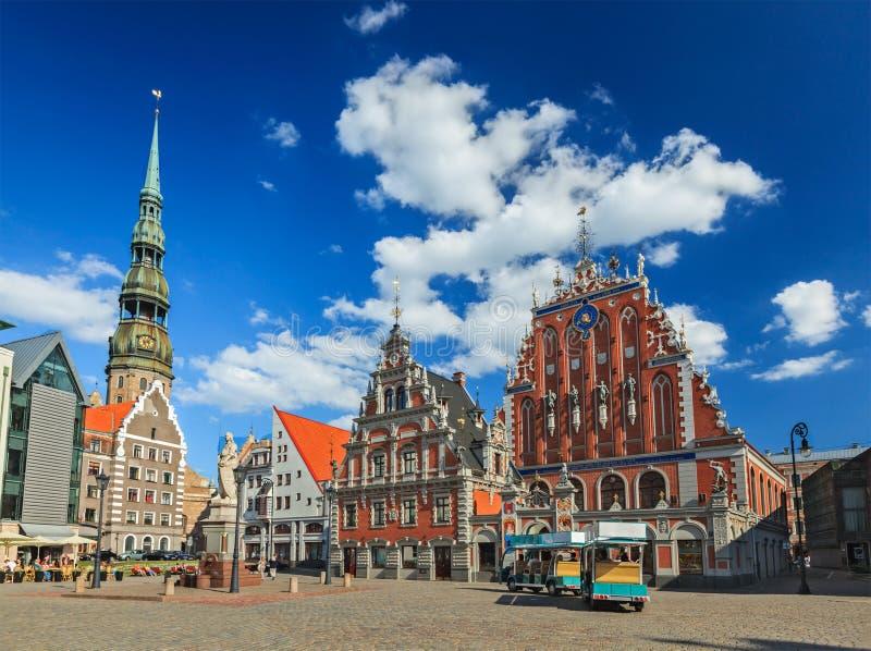 Ryski urzędu miasta kwadrat, dom zaskórniki i St. Peter C, zdjęcie royalty free