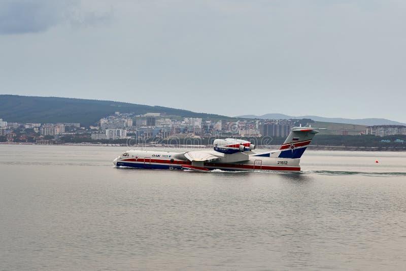 Ryskt amfibiskt flygplan som kan användas till mycket Beriev Be-200ES på showflyg i Hydroaviasalon 2018 royaltyfri bild