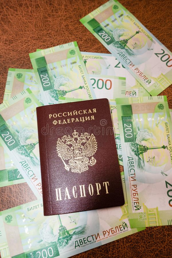 Ryskt armeniskt pass och rubel på bakgrunden arkivbild