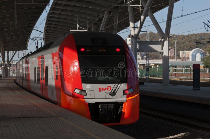 Ryskt drev på en järnvägsstation arkivfoto