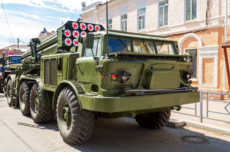 Ryskt självgående åtskilligt raketgevärsystem BM-27 Ura royaltyfri bild