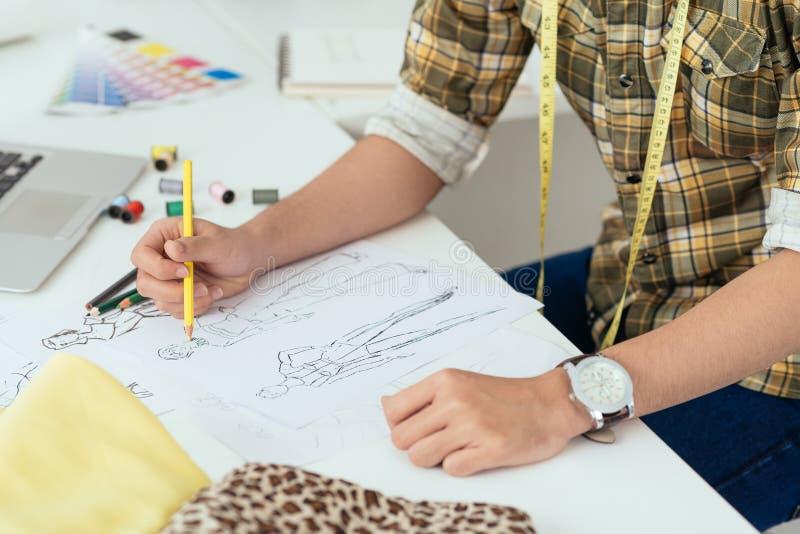 Download Rysować nakreślenia ilustracji. Ilustracja złożonej z projektanci - 41954104