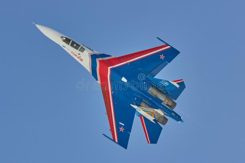 Ryss för ST PETERSBURG RYSSLAND adlar Aerobatic lag` `-flygplan SU-30 royaltyfri foto
