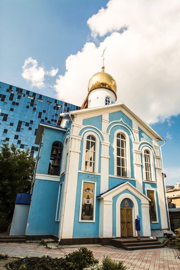 Ryssland Ekaterinburg Kyrkan i namnet av den Kazan symbolen av modern av guden i gränden av den centrala marknaden royaltyfri bild