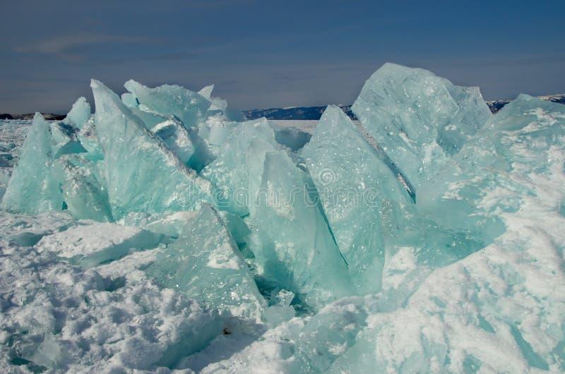 Ryssland En hög av is på Lake Baikal royaltyfri fotografi