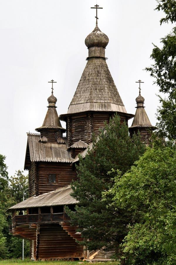 Ryssland: Gammal träarchitechture arkivfoton