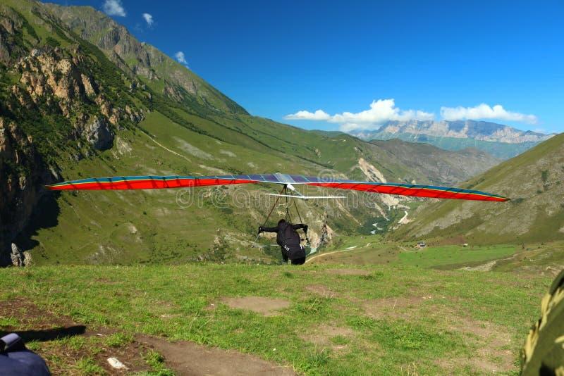 Ryssland Kabardino-Barkar republik Chegem paradrome var drömmar kommer riktigt, flyg över jorden!!! arkivfoton