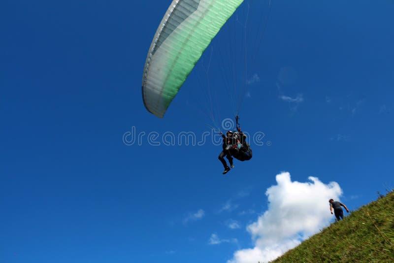 Ryssland Kabardino-Barkar republik Chegem paradrome var drömmar kommer riktigt, flyg över jorden!!! arkivfoto